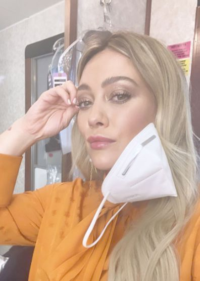 Hilary Duff back at work filming Season 7 of Younger
