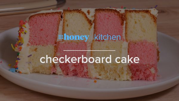 This is how you make a checkerboard pattern cake
