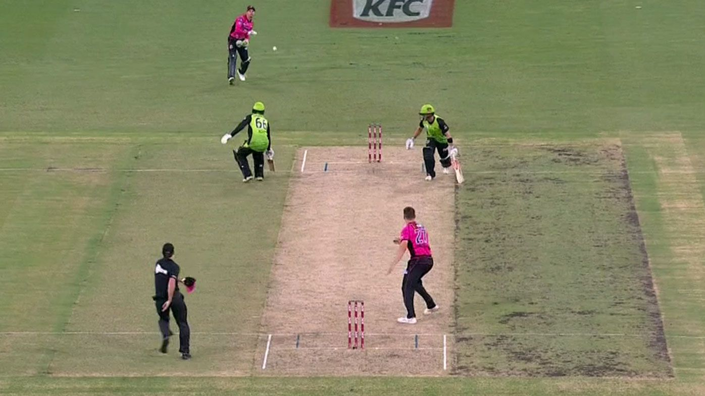 BBL: Sydney Thunder survive run-out blunder as Fawad Ahmed spins to Christmas Eve win over Sixers