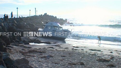 The beached boat attracted sightseers this morning. (9NEWS)