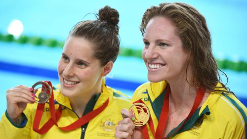 Emily Seebohm won gold in the 100m backstroke final in Glasgow, while Australia's Belinda Hocking claimed the bronze.