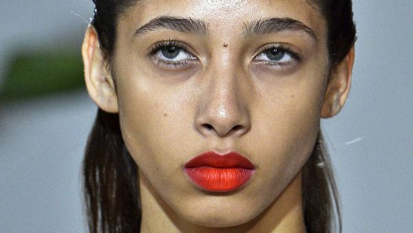 Ombre orange matte lips are just one of the many trends we love. Image: Getty.