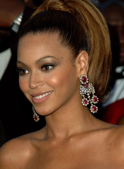 Beyoncé at the 48th Grammy Awards in Los Angeles, 2006