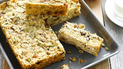 Apple and fig breakfast bars