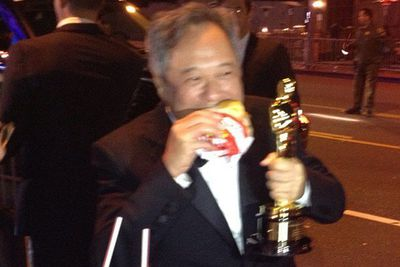 <i>Life of Pi</i> best director winner celebrates with an In-N-Out burger.<br/><br/>Image: Twitter/Vanity Fair