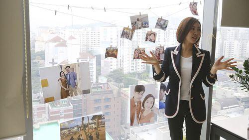 Kim Hae-rin, a North Korean refugee, runs a match-making agency.