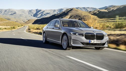 BMW unveils new 7 Series for 2019 - and check out the size