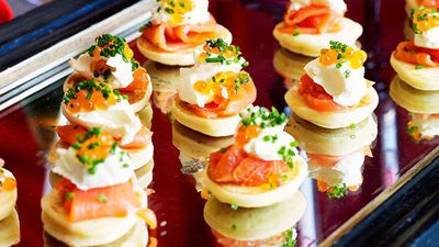 "<a href=""http://kitchen.nine.com.au/2016/05/16/16/22/blinis-with-smoked-salmon"" target=""_top"">Blinis with smoked salmon</a>"