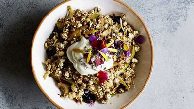 "<a href=""http://kitchen.nine.com.au/2017/02/17/12/55/caramelised-apple-and-blueberry-crumble-bowl"" target=""_top"">Caramelised apple and blueberry crumble bowl</a> recipe"