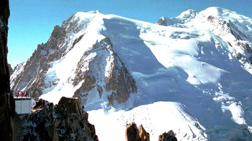 British skiers die in Mont Blanc fall in icy alps
