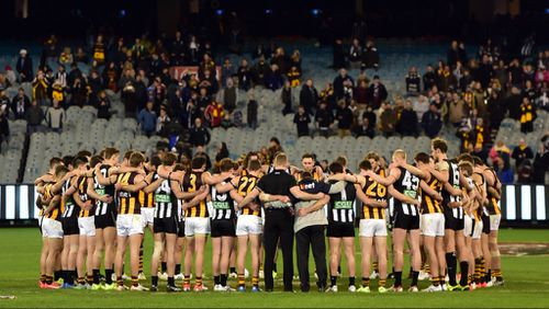 The Hawthorn Hawks and Collingwood Magpies pay tribute to Phil Walsh on the field. (AAP)