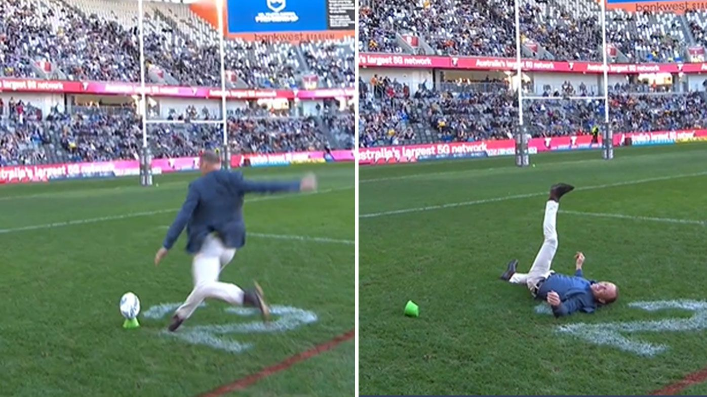 Darren Lockyer's shocking attempt at goal