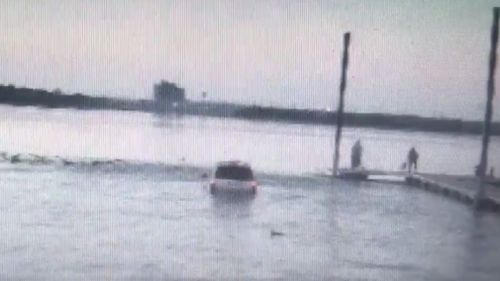 The suspect plunged into a lake to avoid arrest. (Fox4News)