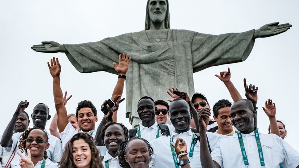 Members of the refugee Olympic team and staffers at the Christ the Redeemer statue. (AFP)