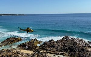 Frantic search fails to find WA woman swept off rocks at Injidup Beach near Yallingup