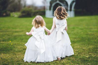 Filles de fleurs lors d'un mariage
