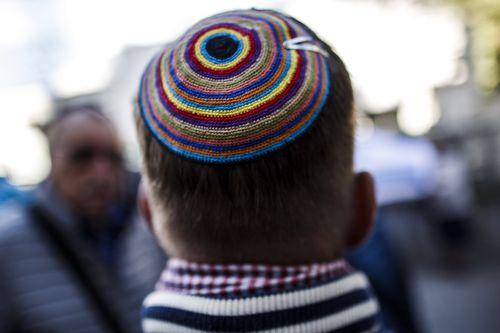 German newspaper urges readers to wear skullcap in solidarity with Jews