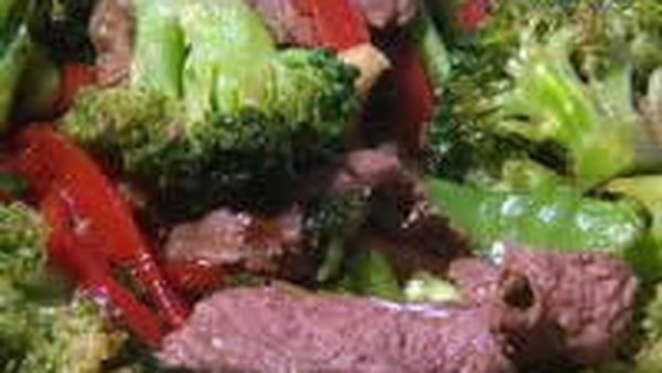 Stir-fry beef and vegetables with oyster sauce