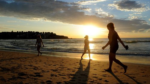 The heat is expected to worsen in parts of Australia over the weekend. (AAP)