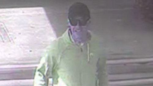 Police believe this man can assist with their inquiries. (Victoria Police)