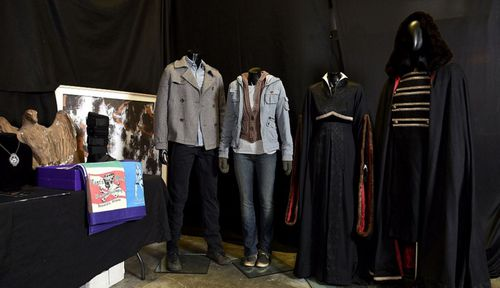 Vampire fans set to sink teeth into 'Twilight' auction