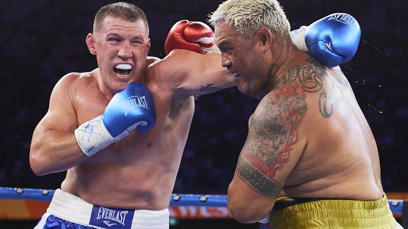 Mark Hunt blunder in round two lets tough as nails Paul Gallen off the hook in fight