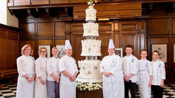 Queen's wedding cake