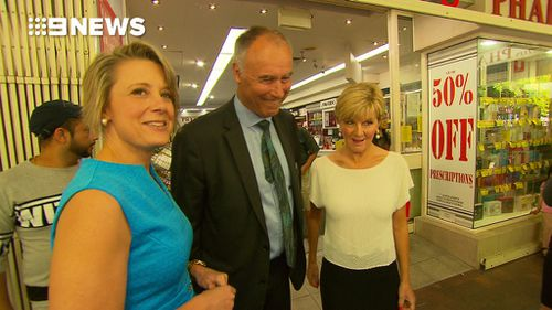 Mrs Keneally turned around and posed for the cameras during their awkward encounter (9NEWS)