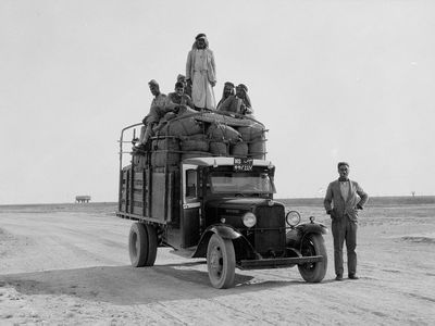 This photo shows a lorry on its way to Mosul in the 1930s. (American Colony Photo Department)