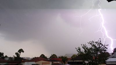Residents are urged to be careful as the thunderstorm rolls into Sydney. (Supplied, Robbie Iskandar)
