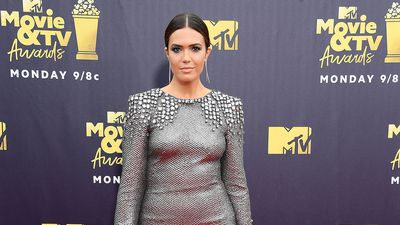 Mandy Moore and Kim K lead the glam at MTV Awards