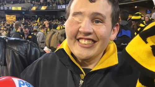 """Tyler- a massive fan of the Richmond Tigers- has taken the news of his new diagnosis on """"the chin"""", his mother said. (Twitter via Brad Fishlock)"""