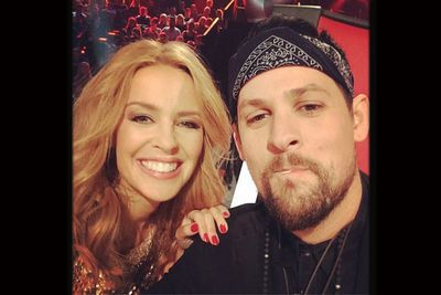 @joelmadden: We here. Grand Finale. The Voice. Me and@kylieminogue<br/>