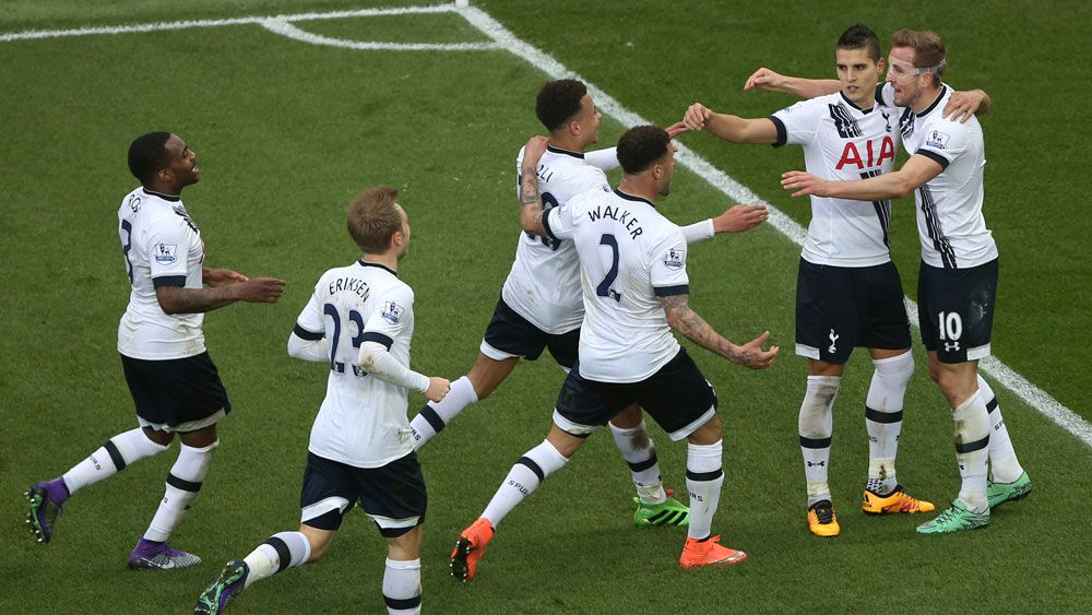 Kane's double boosts Spurs' title push