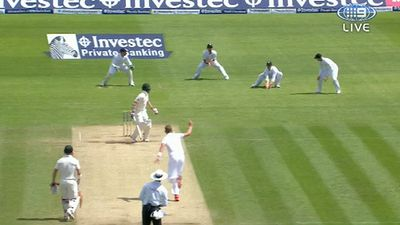 Ian Bell catches Chris Rogers