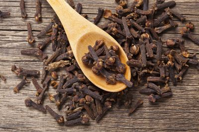 <strong>Cloves</strong>