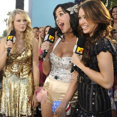 Taylor Swift doesn't follow Miley Cyrus on Twitter, but she does follow 'rival' Katy Perry