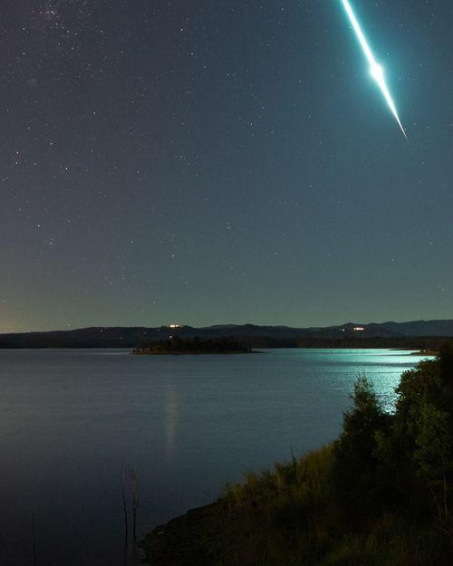 Meteor lights up Brisbane sky