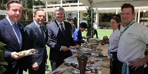 David Cameron, Tony Abbott and Stephen Harper enjoy the buffet at the G20 Leaders' Retreat. (9NEWS)