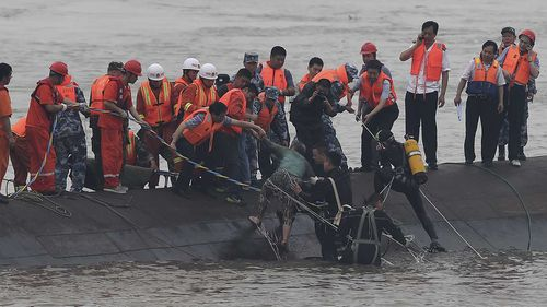 Hundreds missing after Chinese cruise ship capsized