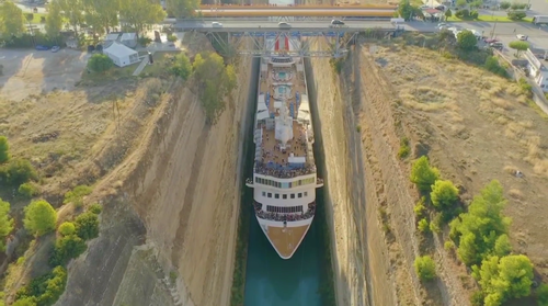 The Braemar cruise liner passed through the Corinth Canal with less than 1.5m on either side.