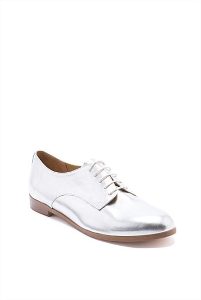 "<a href=""https://www.countryroad.com.au/shop/woman/shoes/flats/60166076-901/Lavinia-Derby.html"" target=""_blank"">Country Road</a> Lavinia derby, $169<br>"