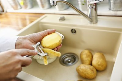 <strong>Experts reveal the foods that'll clog your kitchen pipes</strong>