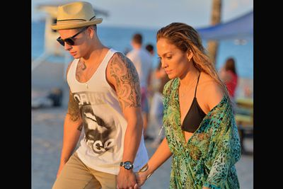 Jennifer Lopez and Casper Smart look, well, pretty smart… and super sweet holding hands on a video shoot in Florida.