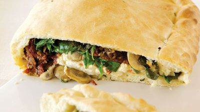"""<a href=""""http://kitchen.nine.com.au/2016/05/13/12/06/calzone-with-ricotta-and-sundried-tomatoes"""" target=""""_top"""">Calzone with ricotta and sundried tomatoes<br> <br> </a>"""