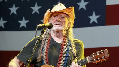 Willie Nelson, concert, on stage, singing