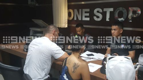 American man Jose Manuel Polanco Junior, right, speaks with police following the alleged bashing of a Melbourne man. (9NEWS)