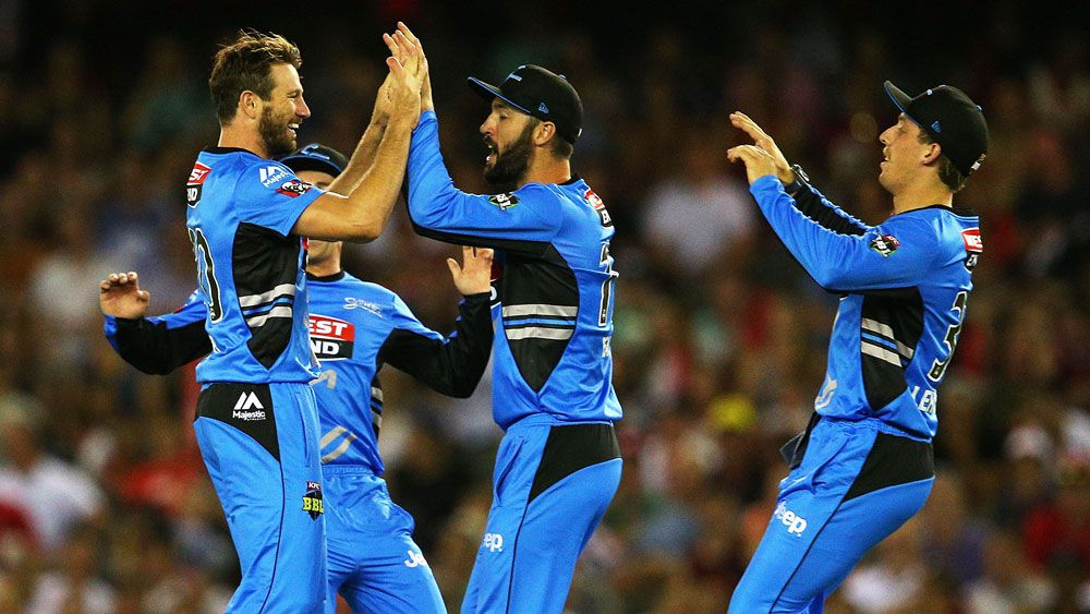 Gayle stars but Strikers score BBL win