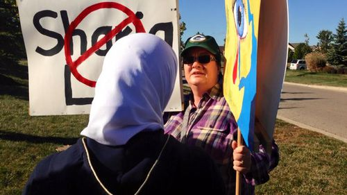 Ms Boutinkhar approaching the protester to request a hug. (Facebook/Cynthia Cox de Boutinkhar)