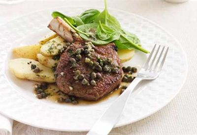 Veal chops with caper sauce